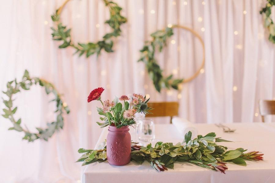 Šopek rož na mizi