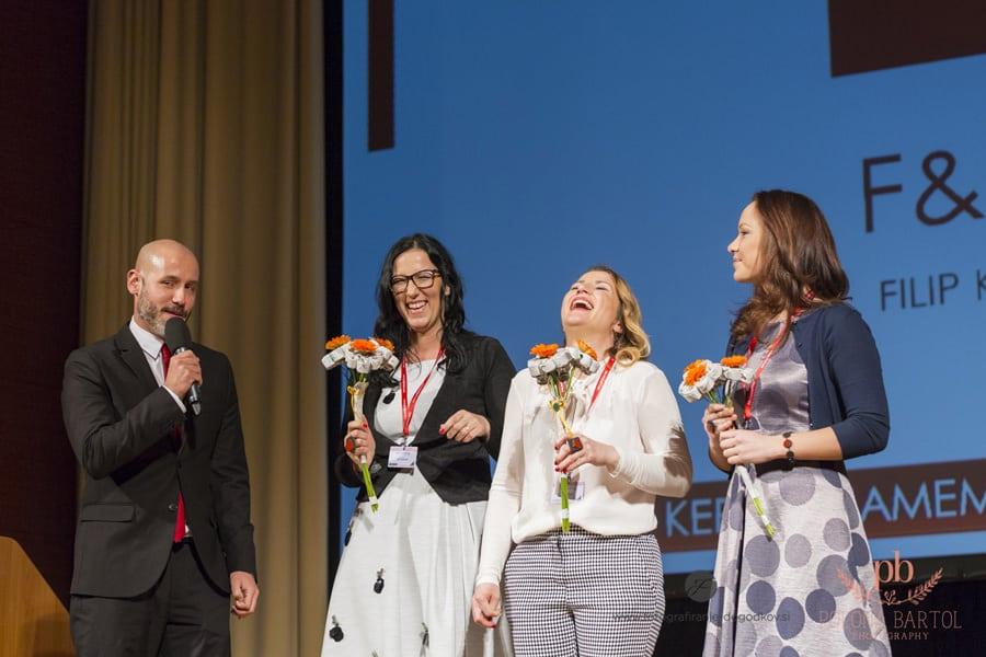 Podjetnice ki so za nagrado prejele šopek