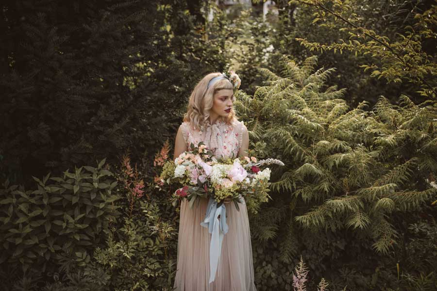 Poroka na cvetočem vrtu