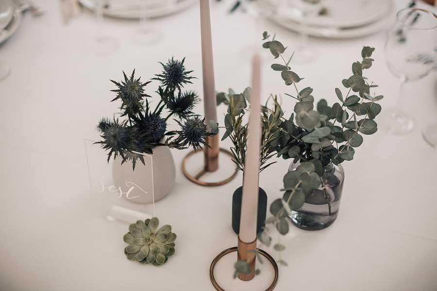 Minimalizem na poročni mizi, kot narekujejo poročni trendi