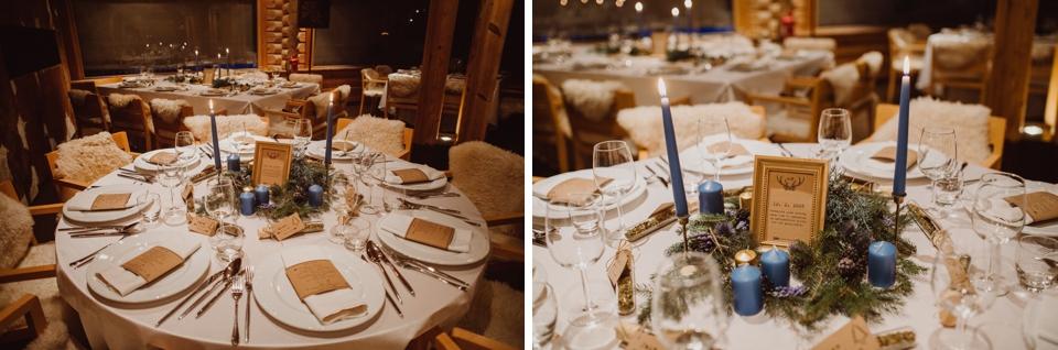 mize dekorirane s smrekovimi aranžmaji