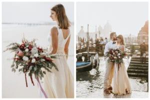 Nevesta in ženin stojita pomolu Benetk s poročnim šopkom iz vrtnic in hortenzij