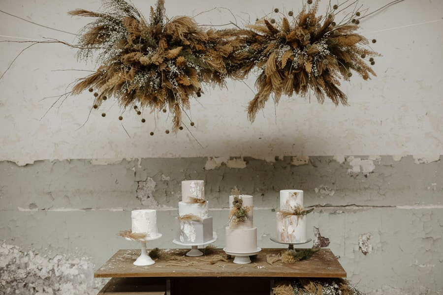 Viseča-trendovska-dekoracija-iz-suhega-cvetja
