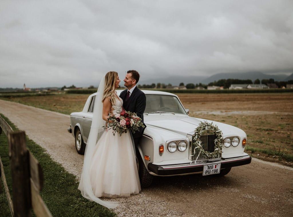 dekoracija-avtomobila-za-poroko-3
