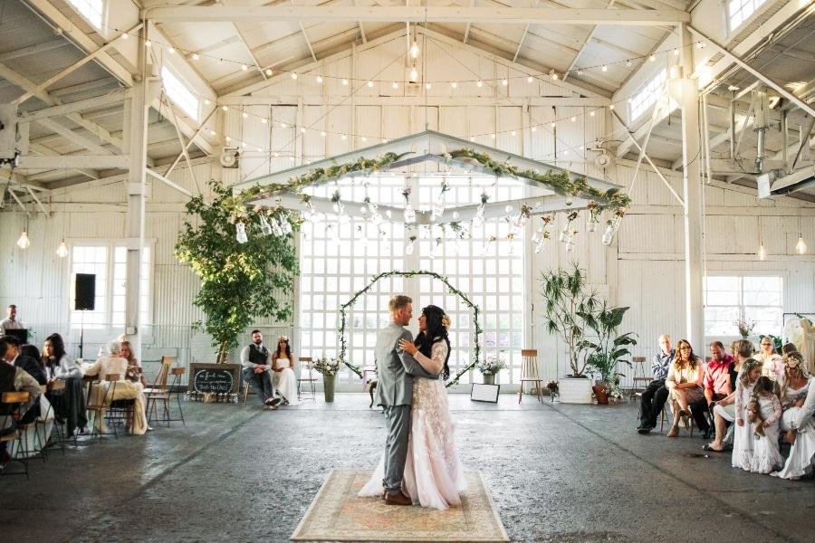 naprsniki-za-svate-dekoracija-poroke